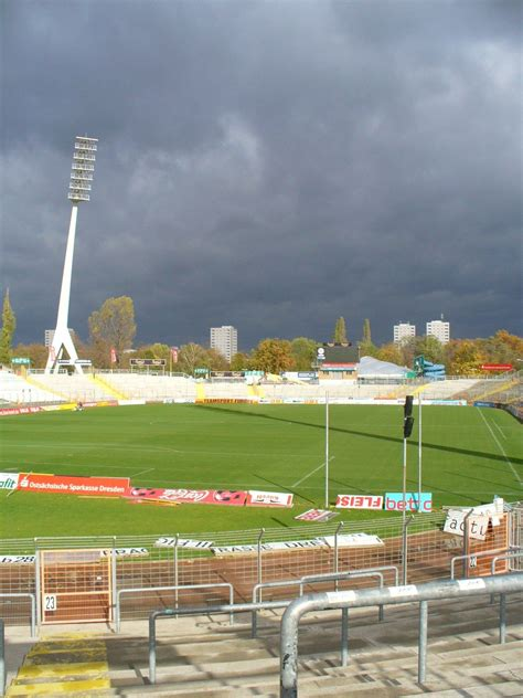 We would like to show you a description here but the site won't allow us. Dynamo Dresden-Old Ground   Dynamo dresden