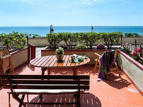 affitto giardini naxos appartamento fronte mare alla lungomare di