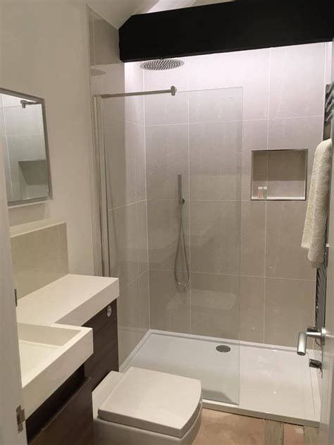 Walk In Shower For Small Bathroom by Best 25 Small Basin Ideas On Cloakroom Ideas