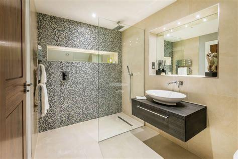 bathroom remodel ideas small space bagno con pavimenti e rivestimenti in mosaico 100 idee