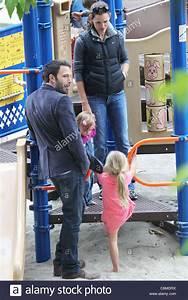 Ben Affleck and Jennifer Garner with their daughters ...