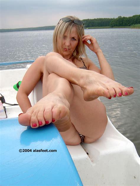 Ala Mature Nylon Feet