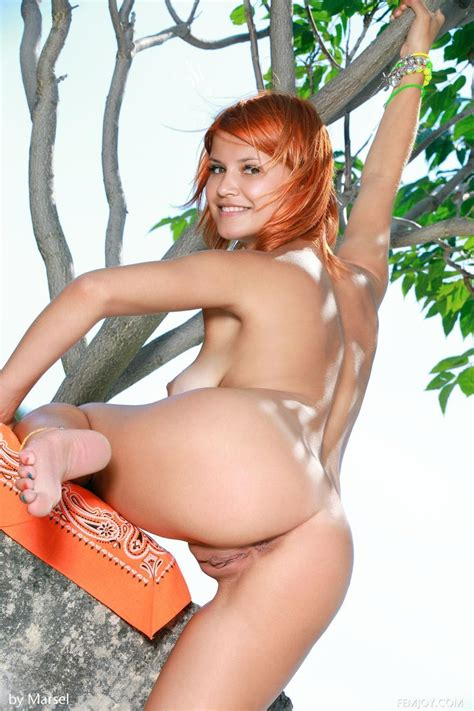 araya acosta naked under a palm tree sex porn pages