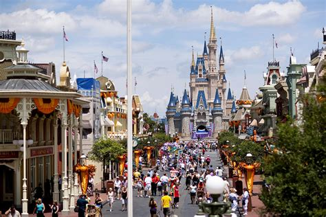 Images Of Disney World Walt Disney World Universal Studios Theme Park Crowds
