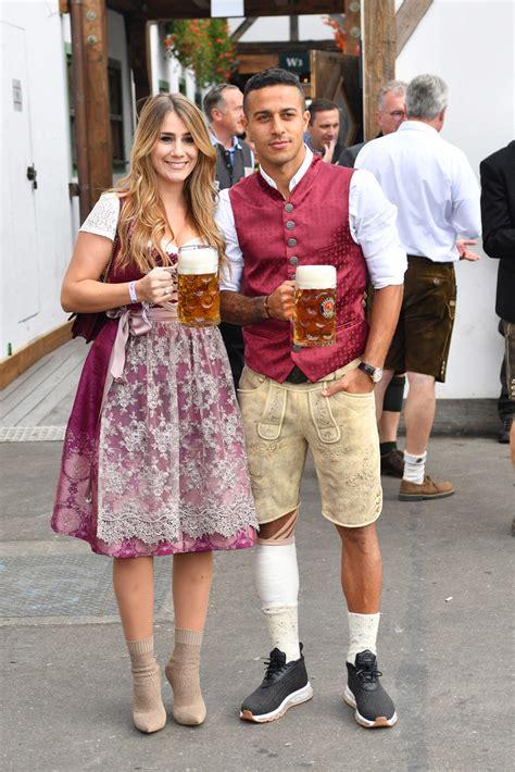 Locally, it is called d'wiesn, after the colloquial name for the fairgr. FC Bayern München auf dem Oktoberfest 2018: Kippen Kovac und Brazzo die Krise weg? | Oktoberfest