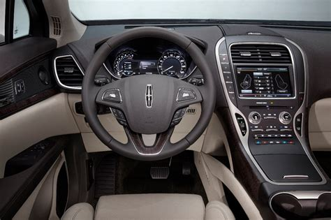 lincoln mkx delivers personal luxury  attract