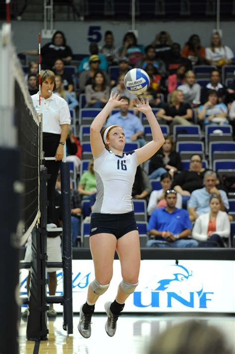 volleyball splits weekend shows signs  maturity unf