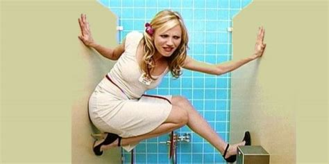 donne in bagno a fare pipi manuale pratico per donne per una perfetta pip 236 fuori casa
