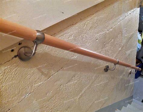 installer une courante dans un escalier comment fixer une courante sur du placo