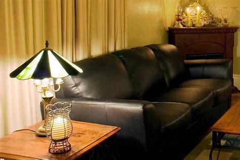rénover canapé cuir rénover et entretenir les fauteuils en cuir