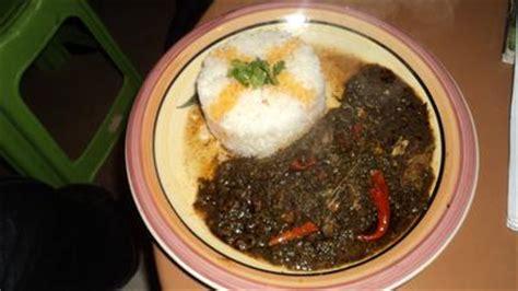 la cuisine ivoirienne sauce épinard au poisson fumé recettes africaines