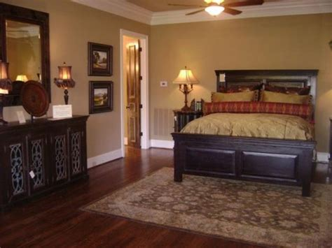 dark furniture gold  red bedding  gold walls