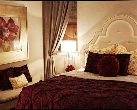 Black Red And Gray Living Room Ideas by Best 25 Burgundy Bedroom Ideas On Pinterest Bedroom