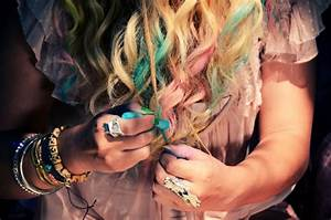 Mr. Kate - DIY colorful pastel chalk tips hair tutorial