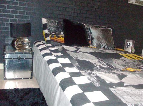 chambre noir gris chambre ado photo 2 8 des malles alu en guise de table