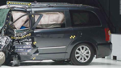 Minivans Crash Test by Minivans Fail Spectacularly In Crash Test