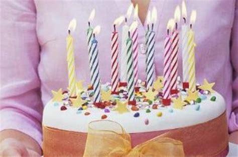 poignee cuisine gâteau d 39 anniversaire avec bougies