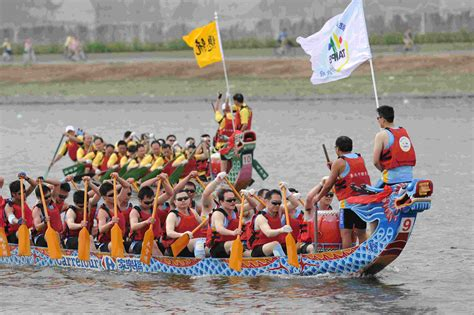 Dragon Boat Racing by Dragon Boat Muscle Glass