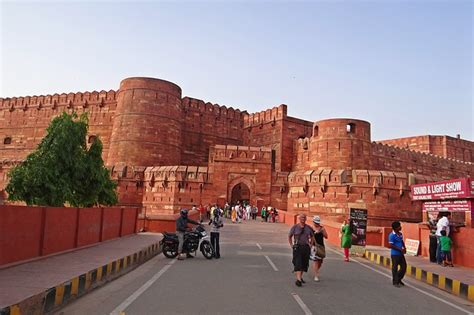guide  agra fort holiday  travel guide  india