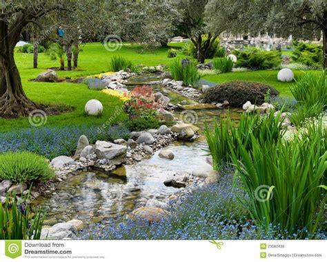 Asiatischer Garten Mit Teich Lizenzfreie Stockbilder