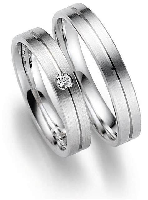 german wedding ring finger what does a non golden ring on the right hand ring finger
