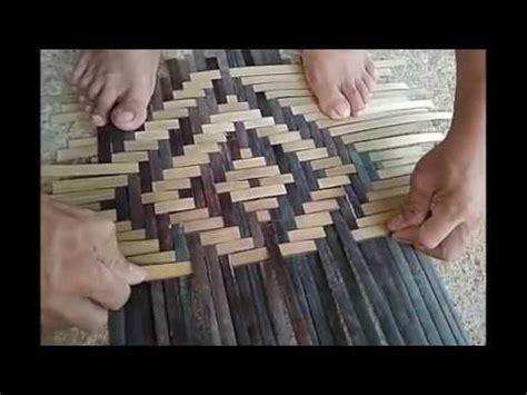 Oleh karena itu, keranjang dan bakul bambu aman digunakan, kuat dan indah. Cara membuat teknik dasar anyaman dorno - YouTube