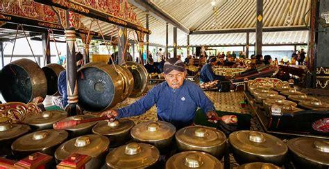 Sehingga berbicara mengenai alat musik. Mengenal 11 Alat Musik Tradisional dari Jawa Tengah