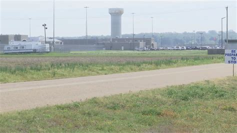 foto de 14 test positive at Federal Corrections Facility in