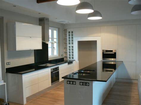 cuisine blanc et noyer dg bois cuisine noir blanc 1 dg bois