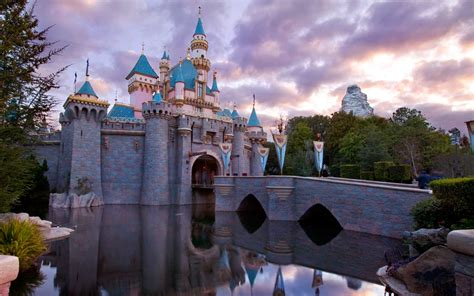 Anaheim Disneyland Disneyland Is Getting Its First Brewery And It S Going To