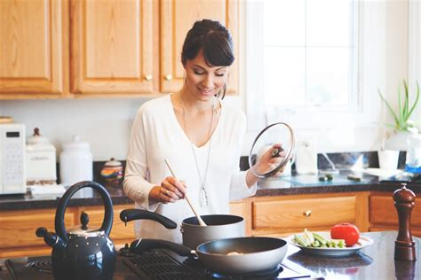 toxic non cookware brands food chemicals organic keep organicauthority