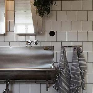 Bad Industrial Style : red and gray kids bathroom for three cottage bathroom ~ Sanjose-hotels-ca.com Haus und Dekorationen