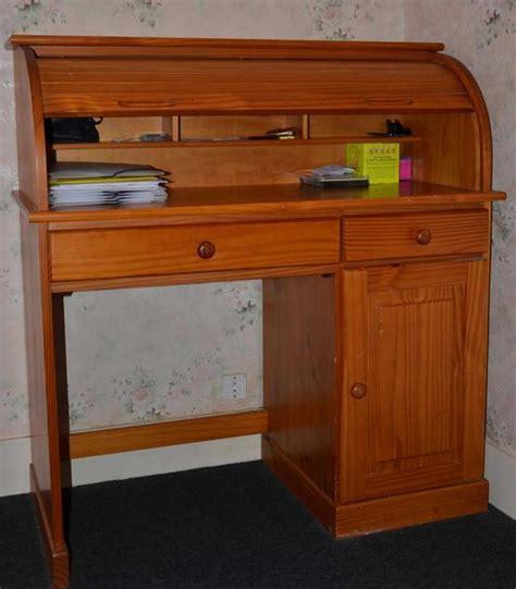 secretaire sous le bureau le vendeur rachael edwards