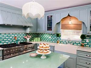 Painting kitchen backsplashes pictures ideas from hgtv for What kind of paint to use on kitchen cabinets for waterfall canvas wall art