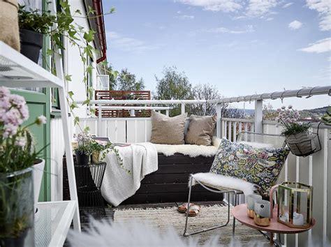 cozy balcony decorating ideas