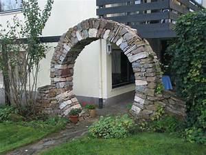 Gartengestaltung Mit Natursteinen : rundbogen aus naturstein ~ Markanthonyermac.com Haus und Dekorationen