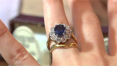 30 Eye-catching Emerald Cut Engagement Rings