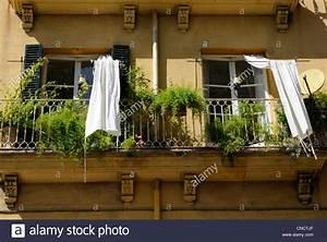 balkon stockfotos balkon bilder alamy With markise balkon mit eintracht frankfurt tapete