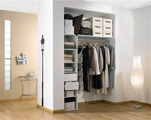 Dressing Petit Espace : placard sur mesure coulissant sous pente c t maison ~ Teatrodelosmanantiales.com Idées de Décoration