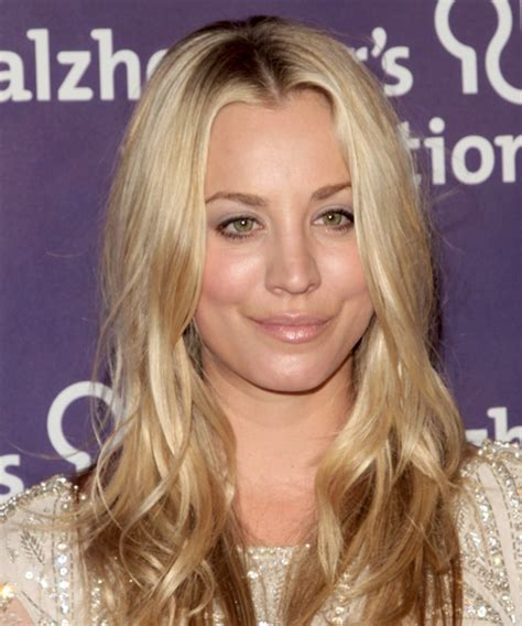 kaley cuoco casual long wavy hairstyle golden blonde
