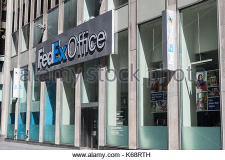 Fedex Kinkos Nyc Midtown by Fedex Office Storefront Nyc Stock Photo 62792063 Alamy