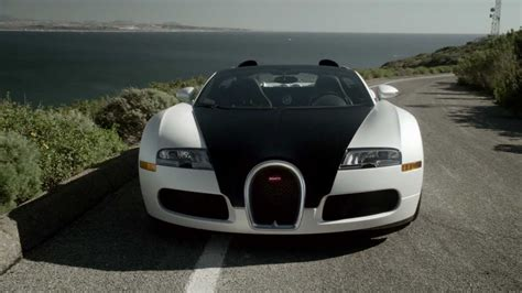 Another little note that should be mentioned is that the sky view roof adds an additional 1.06 inches of headroom. Bugatti Veyron 16.4 Grand Sport | Open Roof - YouTube
