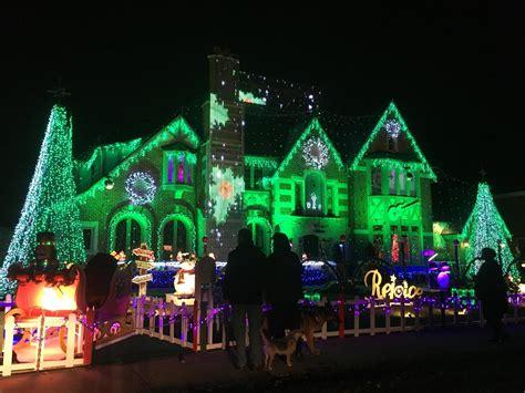 ditmas oark christmaslight displat family s synchronized light show back on in park ridge park ridge herald advocate