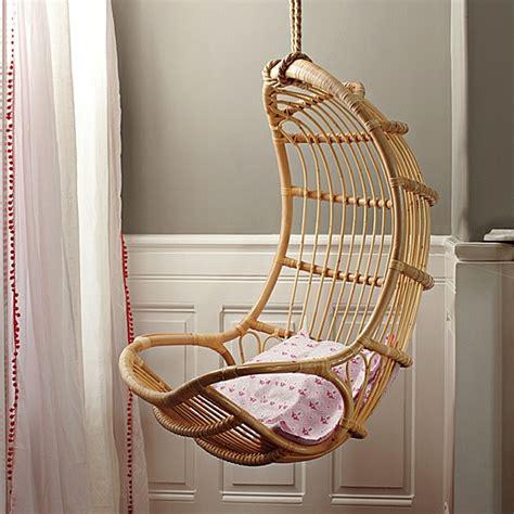 deco chambre mansardee la chaise suspendue vous offre un confort amusant