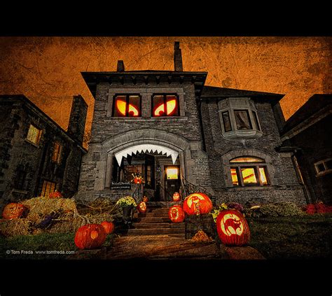 11 Craziest Halloween Decorated Homes