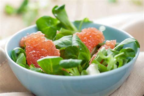 Spinātu un greipfrūtu salāti   Receptes