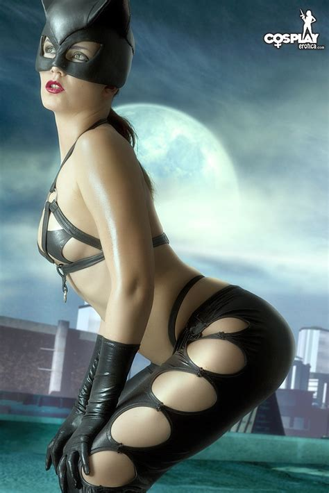 Erotic Cosplay Catwoman Showing Her Sexy Tits