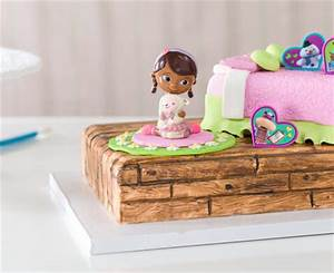 How To Make a Doc McStuffins & Lambie Fondant Bed Birthday