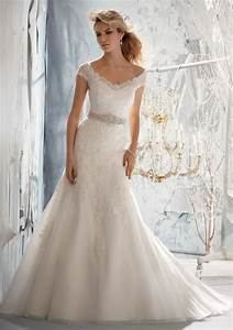Delicate alencon lace on net wedding dress style 1960 for Delicate wedding dresses