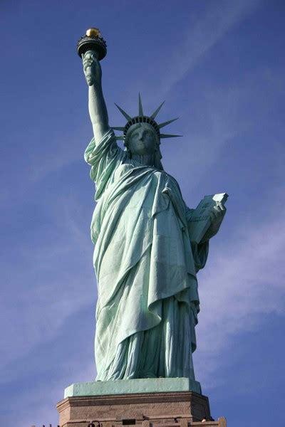 statue  liberty logo thriv